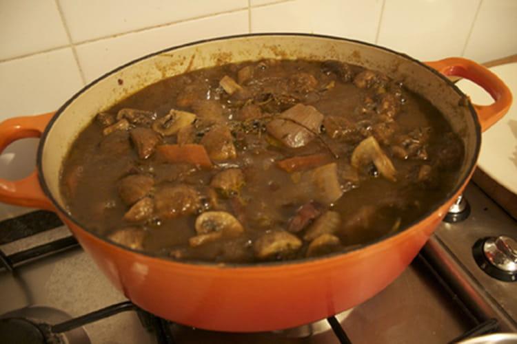 Recette de b uf bourguignon inratable la recette facile - Cuisiner le boeuf bourguignon ...