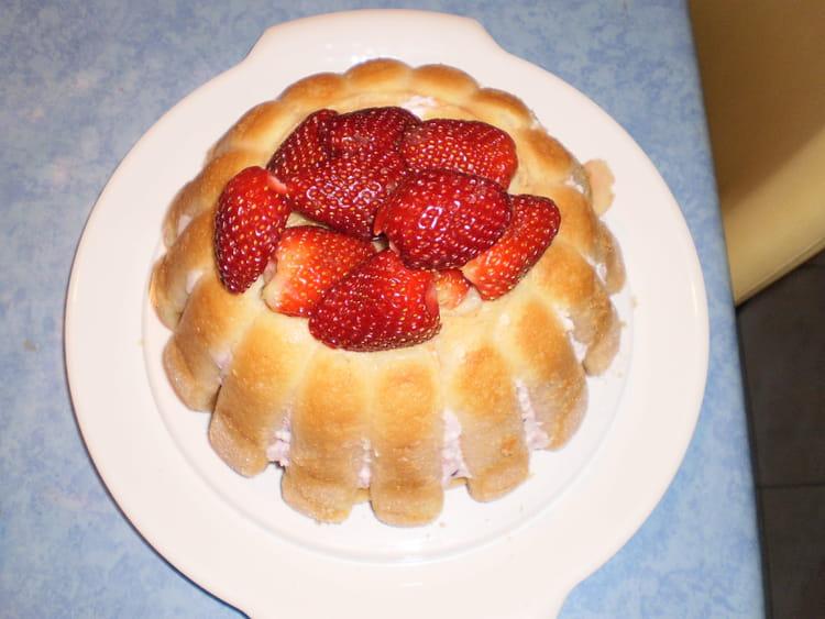 recette de charlotte aux fraises la recette facile. Black Bedroom Furniture Sets. Home Design Ideas