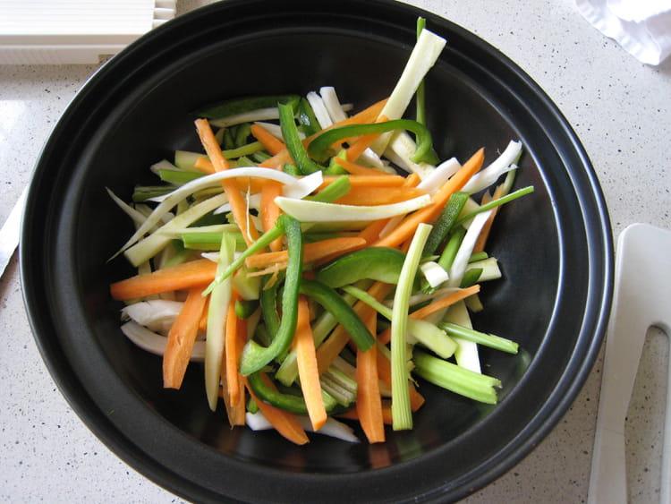 recette de wok crevettes et petits l gumes printaniers la recette facile. Black Bedroom Furniture Sets. Home Design Ideas