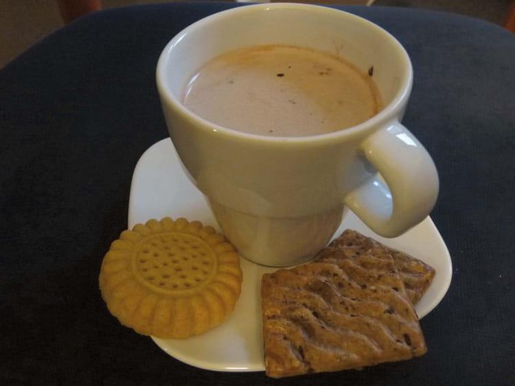 recette de chocolat chaud au chocolat blanc la recette. Black Bedroom Furniture Sets. Home Design Ideas