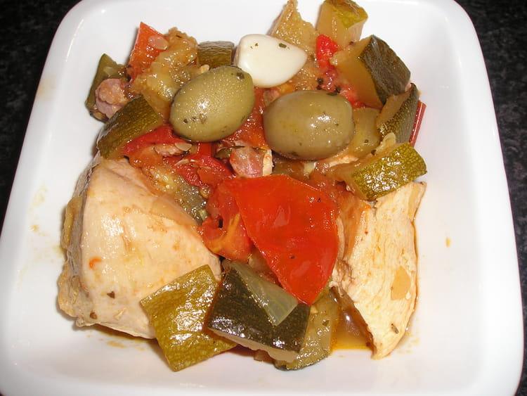 Recette de poulet aux olives et ses l gumes la recette - Cuisiner poulet entier ...