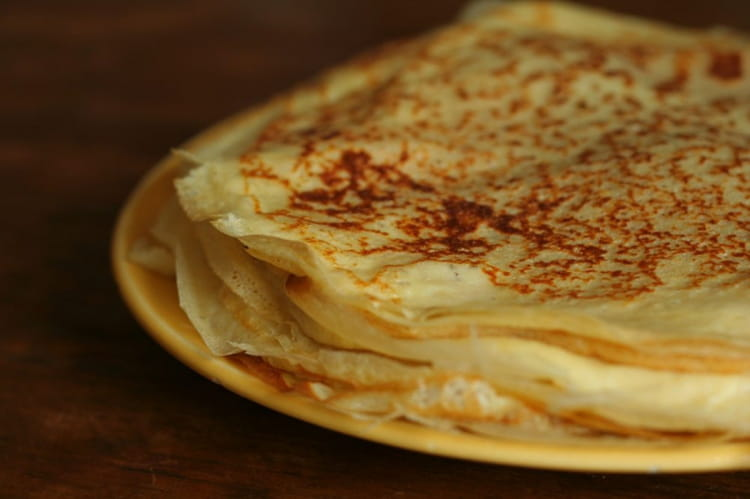 Recette de cr pes sucr es de bretagne la recette facile - Recette pate a crepe bretonne ...