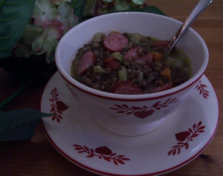 Recette de soupe aux saucisses fum es la recette facile - Cuisiner des saucisses fumees ...