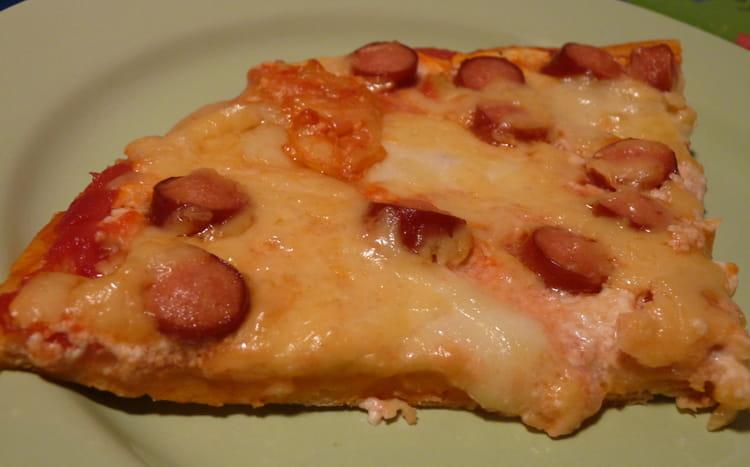 recette de pizza la saucisse de strasbourg la recette facile. Black Bedroom Furniture Sets. Home Design Ideas