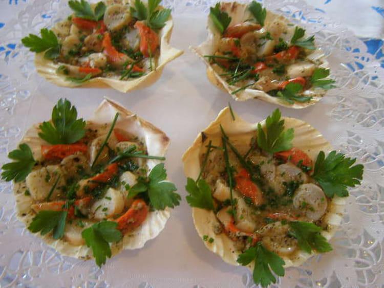 Recette de coquilles saint jacques en salade la recette - Cuisiner des coquilles saint jacques ...