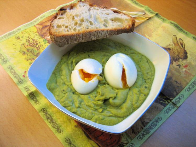 Recette de pur e de f ves et oeufs mollets la recette facile - Cuisiner les feves fraiches ...