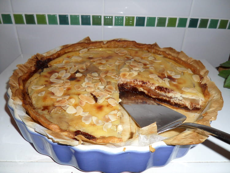 recette de tarte fine aux poires chocolat et amandes la recette facile. Black Bedroom Furniture Sets. Home Design Ideas