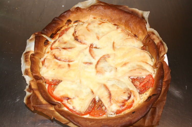 recette de tarte aux tomates et fromage raclette la recette facile. Black Bedroom Furniture Sets. Home Design Ideas