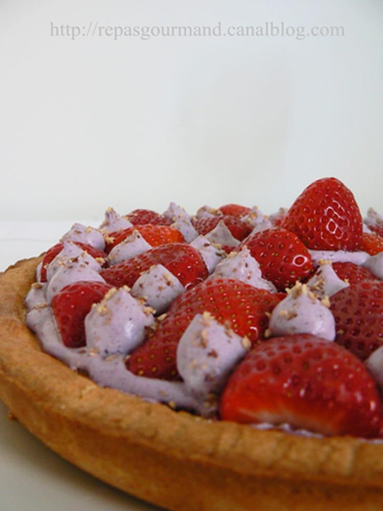 recette de tarte aux fraises et aux noisettes la recette facile. Black Bedroom Furniture Sets. Home Design Ideas