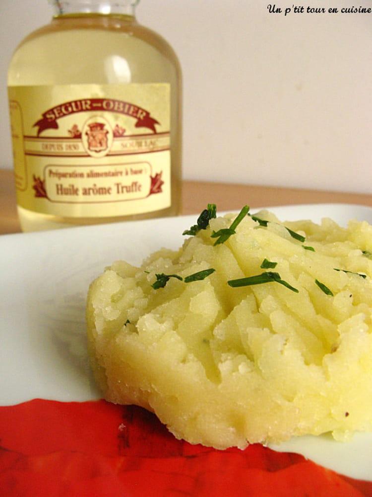 recette ecras de pomme de terre l 39 huile de truffes la recette facile. Black Bedroom Furniture Sets. Home Design Ideas