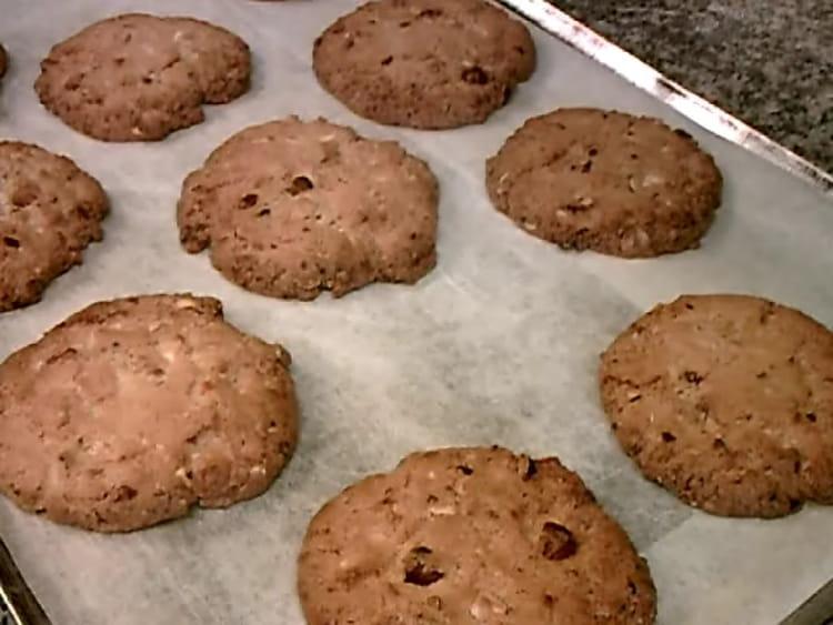 recette de cookies au chocolat blanc et noisettes la recette facile. Black Bedroom Furniture Sets. Home Design Ideas