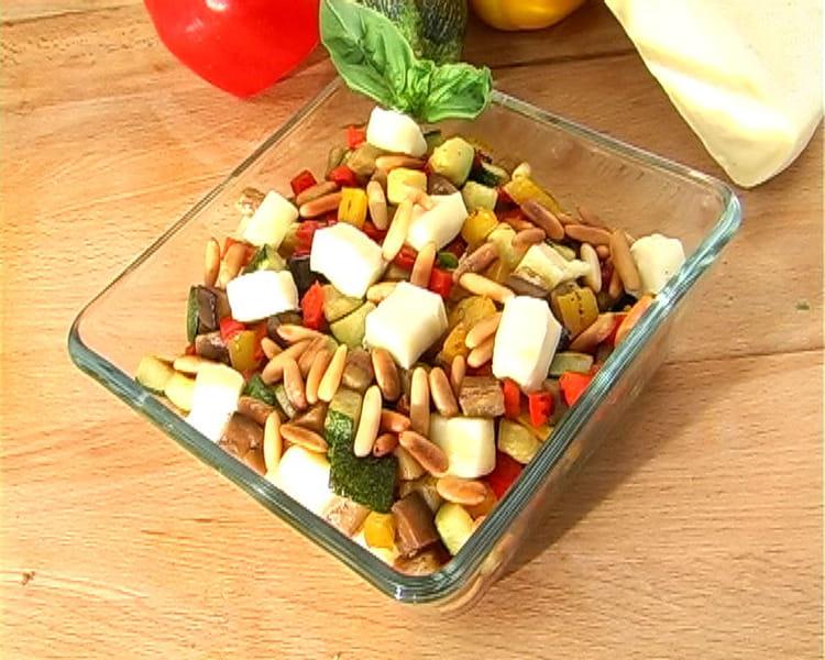 Recette de salade de l gumes d 39 t grill s et d s de reblochon la recette facile - Salade originale ete ...