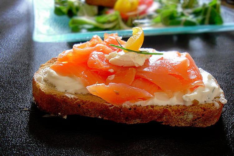 recette de bruschette au saumon fum fromage frais et