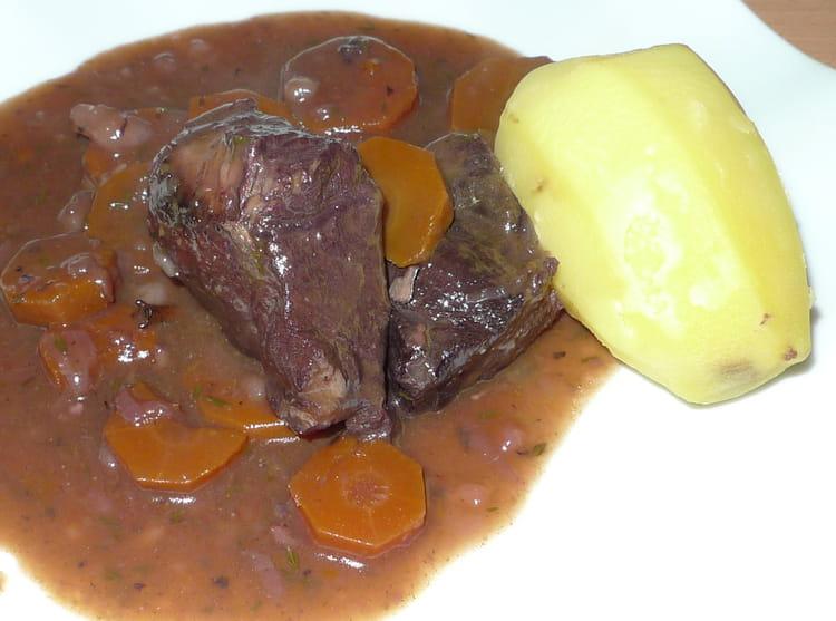 B uf bourguignon classique la recette facile - Cuisiner le boeuf bourguignon ...