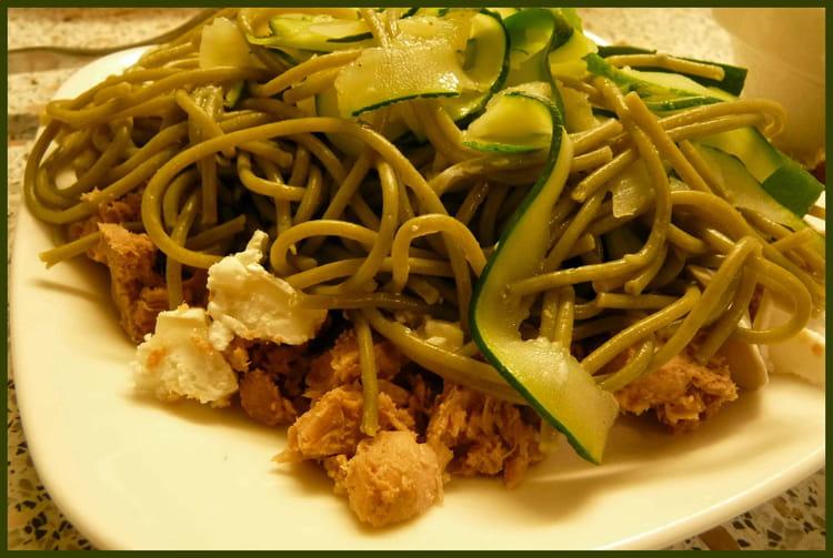 Recette de p tes express aux courgettes et au thon la recette facile - Cuisiner courgette spaghetti ...