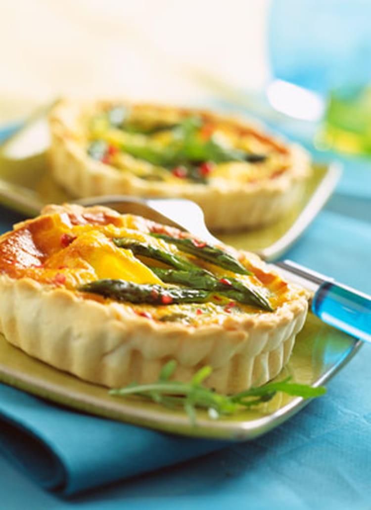 Recette de tarte aux asperges et la ricotta la recette facile - Cuisiner les asperges vertes fraiches ...