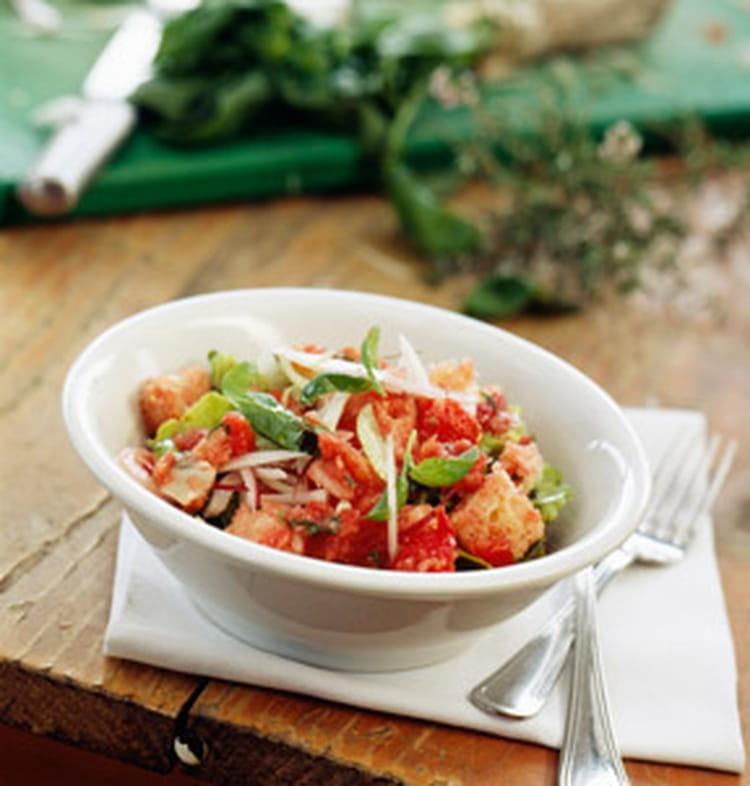 salade italienne aux tomates oignons et pecorino la recette facile. Black Bedroom Furniture Sets. Home Design Ideas