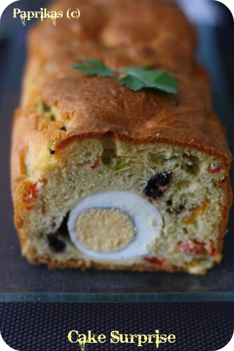 Cake surprise aux poivrons ufs durs et olives noires la recette facile - Gateau surprise facile ...