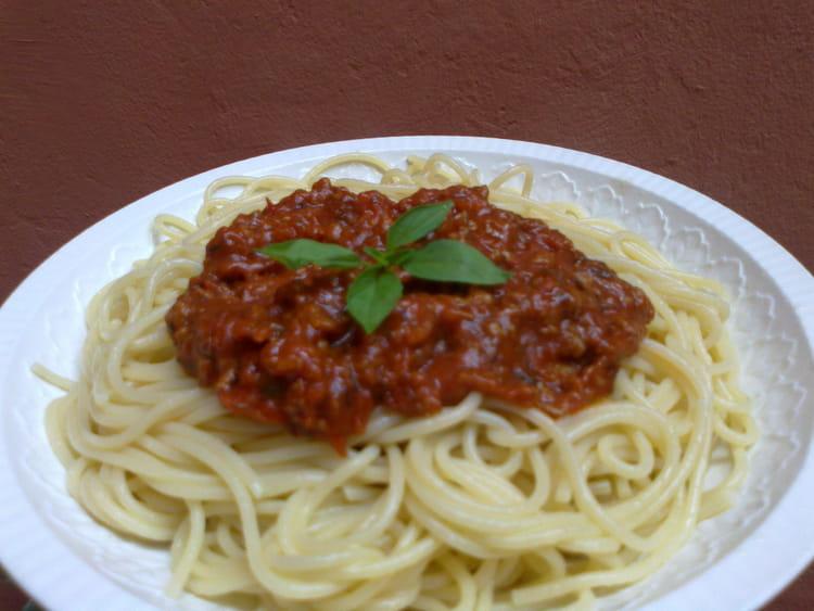 spaghettis sauce bolognaise traditionnels la recette facile. Black Bedroom Furniture Sets. Home Design Ideas