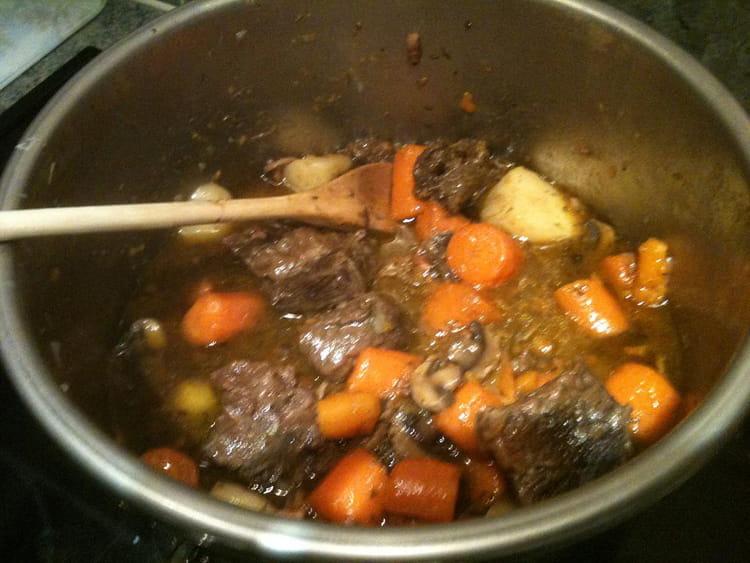 B uf bourguignon au bouillon la recette facile - Cuisiner le boeuf bourguignon ...