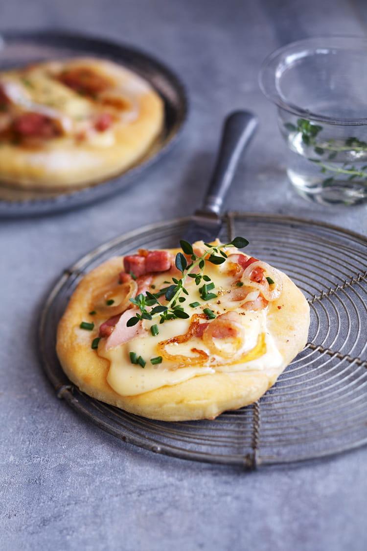 Recette de mini pizza au vacherin mont d or aoc la recette facile - Mont d or preparation ...