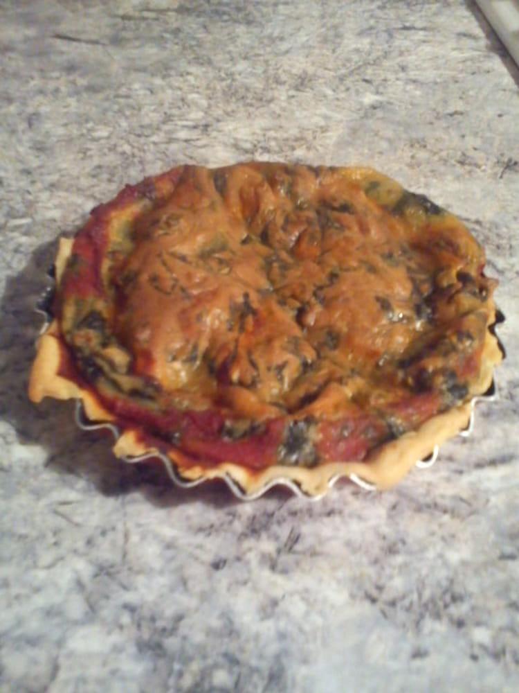 Recette de Tarte aux épinards, sauce tomate et emmental : la recette ...