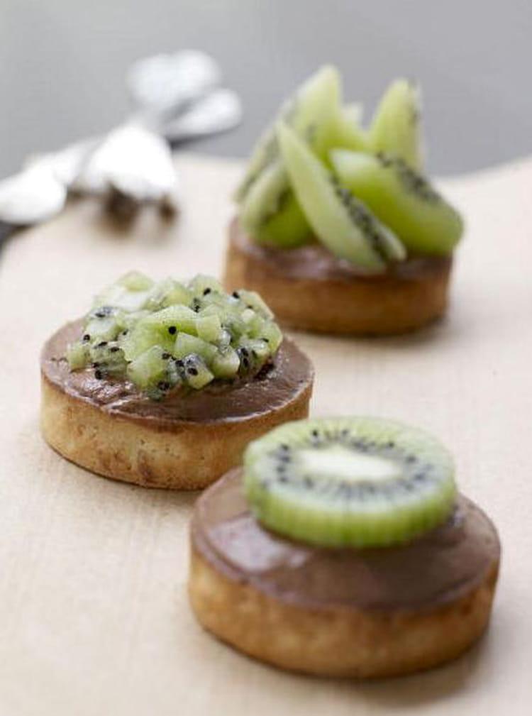 recette de tarte kiwi et sa mousse au chocolat la recette facile. Black Bedroom Furniture Sets. Home Design Ideas