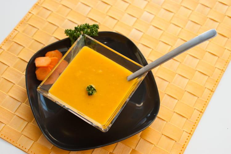 recette de soupe froide de carotte orange coriandre accompagn e d 39 un dos de cabillaud sur. Black Bedroom Furniture Sets. Home Design Ideas