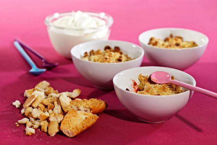 recette de crumble aux fraises et aux biscottes su doises la recette facile. Black Bedroom Furniture Sets. Home Design Ideas