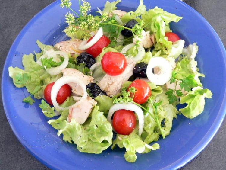 salade d 39 t au thon tomates et olives noires la recette facile. Black Bedroom Furniture Sets. Home Design Ideas