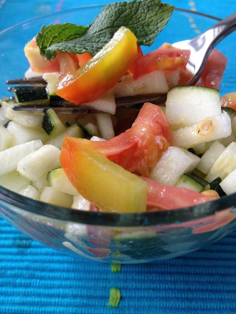 recette de salade de courgettes crues marin es la. Black Bedroom Furniture Sets. Home Design Ideas