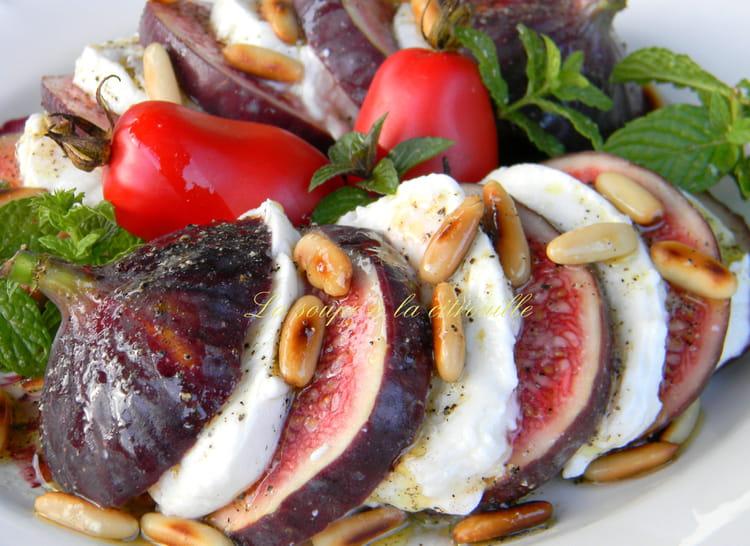 Recette de salade figues mozzarella la recette facile - Cuisiner des figues fraiches ...