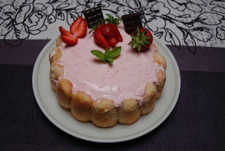 Charlotte aux fraises chantilly et kirsch la recette facile - Jeux de charlotte aux fraises cuisine ...