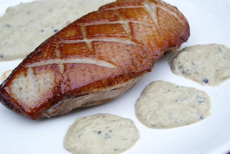 Recette de magret de canard sauce au poivre la recette - Comment cuisiner un magret de canard a la poele ...