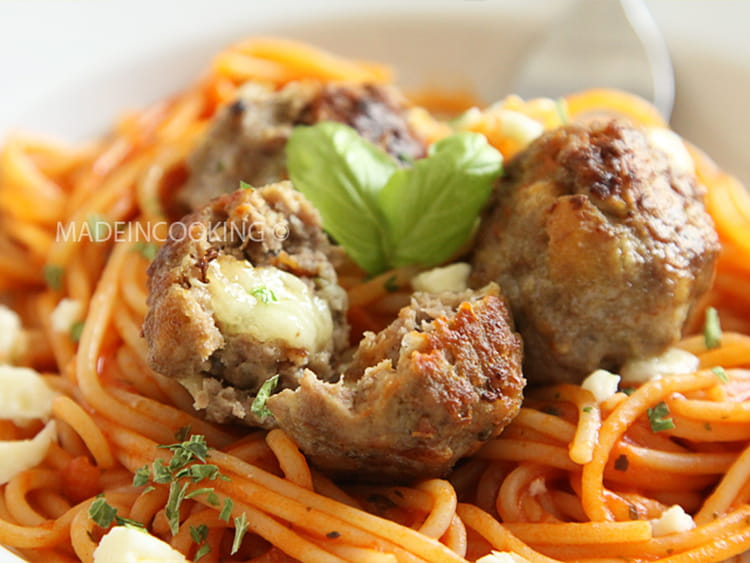 recette de boulettes de viande farcies la mozzarella. Black Bedroom Furniture Sets. Home Design Ideas