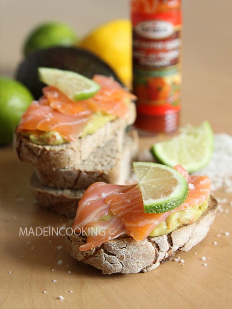 recette de toasts au guacamole et au saumon la recette facile. Black Bedroom Furniture Sets. Home Design Ideas