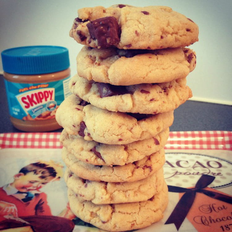 Recette de cookies au beurre de cacahu te et chocolat au lait la recette facile - Cookies beurre de cacahuete ...