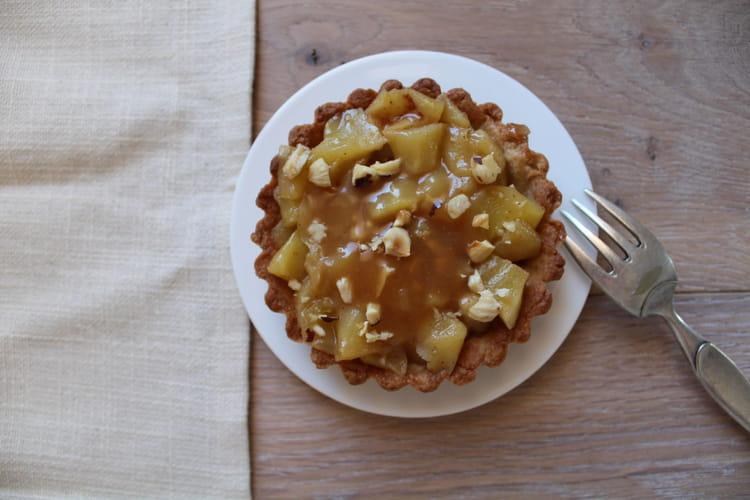 recette de tartelettes aux pommes caramel et noisettes la recette facile. Black Bedroom Furniture Sets. Home Design Ideas