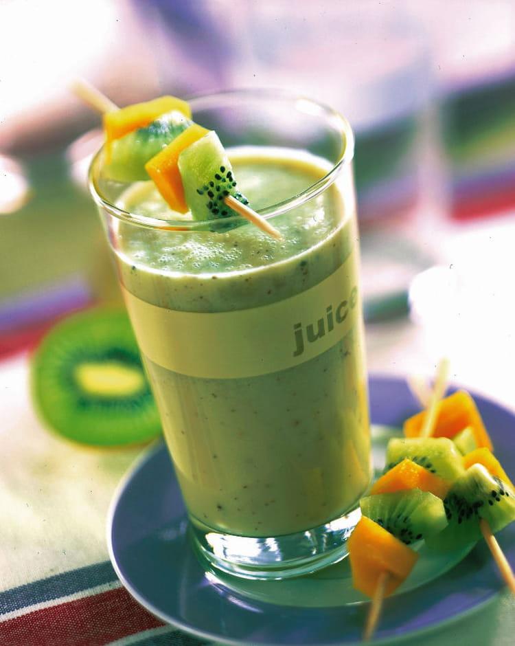 recette smoothie de kiwi aux bananes dessert aux fruits. Black Bedroom Furniture Sets. Home Design Ideas