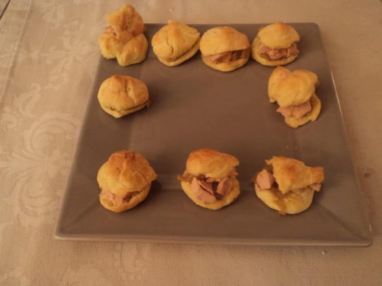 recette de choux au foie gras et au confit d 39 oignons la recette. Black Bedroom Furniture Sets. Home Design Ideas