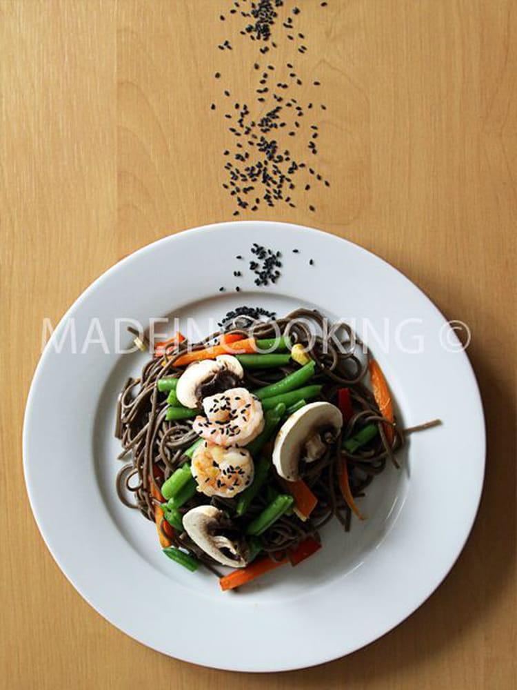 recette de salade de nouilles soba aux crevettes l gumes la recette facile. Black Bedroom Furniture Sets. Home Design Ideas